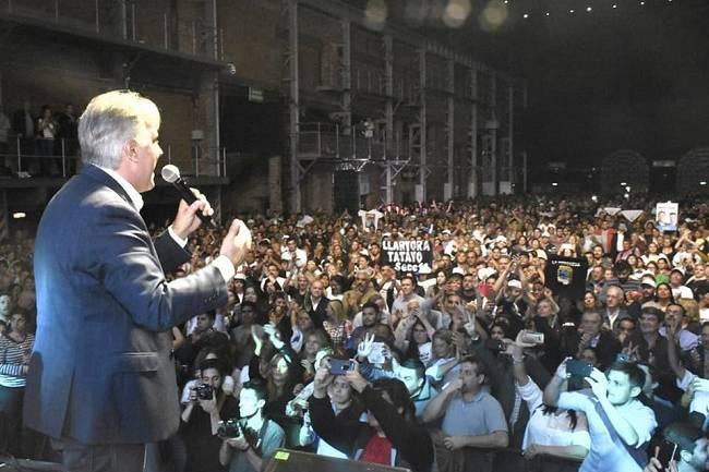 """Ante 6 mil personas Llaryora: """"Es ahora Córdoba"""""""