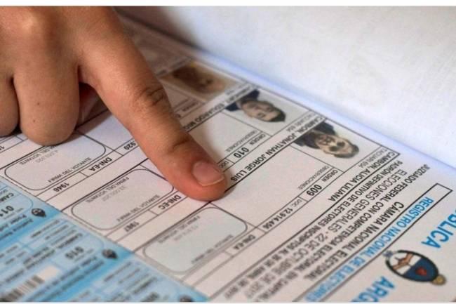 De derecha a izquierda: los cinco candidatos presidenciales que están multados por no votar