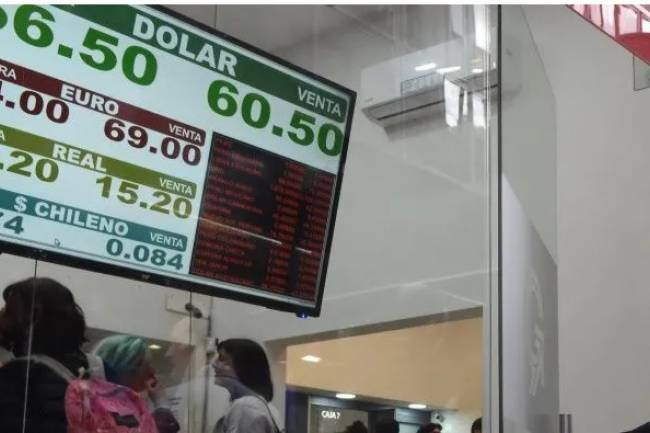 En el primer día del regreso del cepo, el dólar bajó