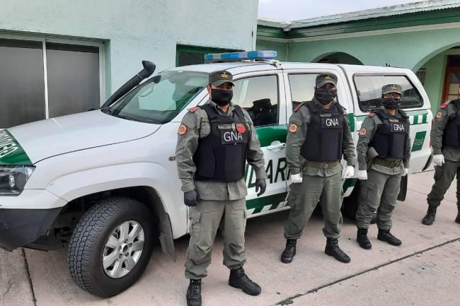 Río Ceballos: Gendarmes salvan la vida de una niña que no podía respirar por tragarse un juguete