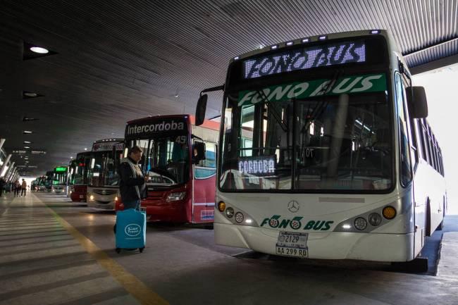 No hubo acuerdo y sigue el paro del transporte interurbano