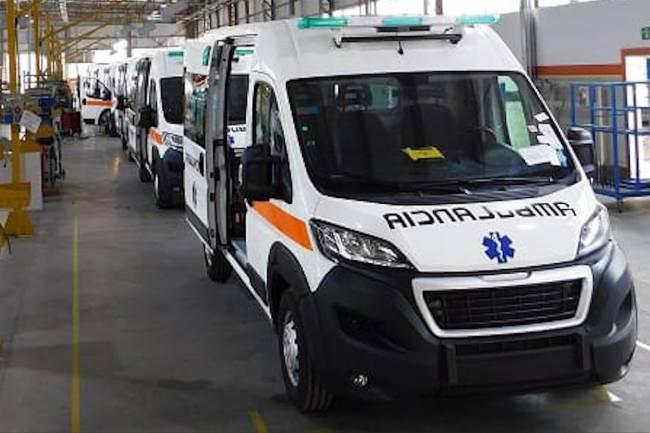 El gobierno de la provincia de Córdoba entregó 6 ambulancias en el interior