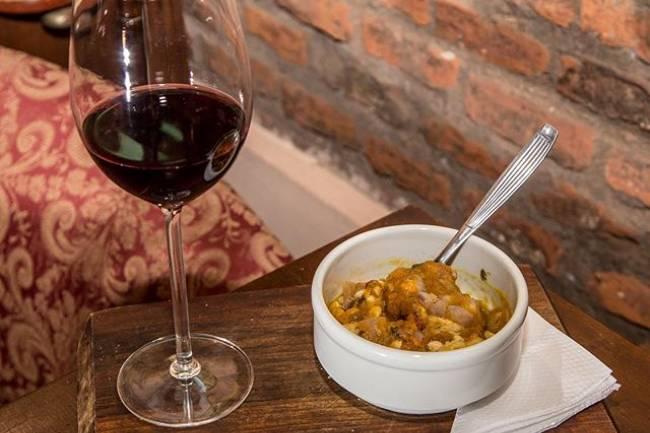Sommelier nos aconseja qué vinos acompañan al tradicional Locro