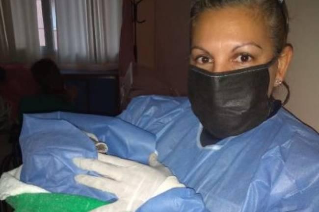 Una mujer riocuartense dio a luz en su vivienda con la ayuda de una policía
