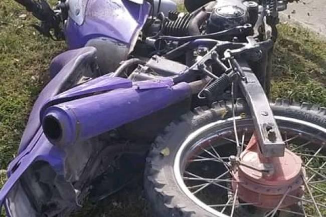 Almafuerte: Choque entre moto y vehículo