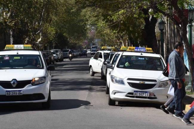 Taxistas de Villa María con permiso para viajar afuera