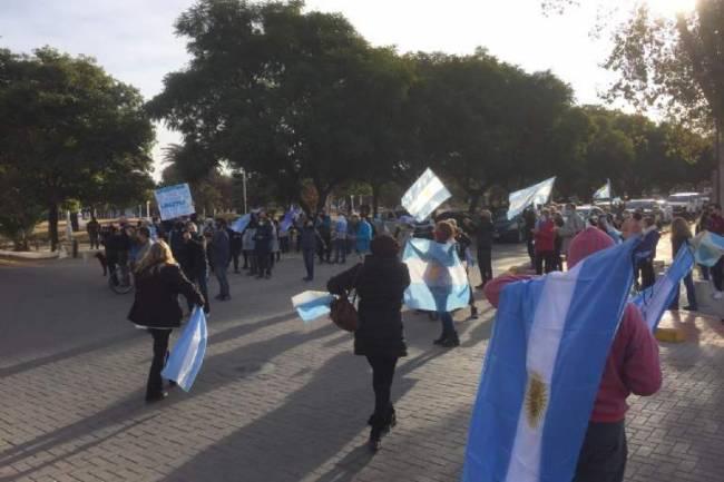Manifestantes pidieron la renuncia de Martin Gill