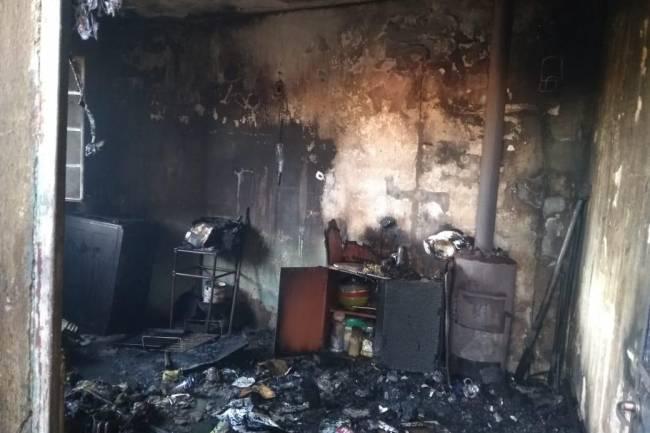 Familia de La Carlota perdió sus bienes personales tras incendio importante