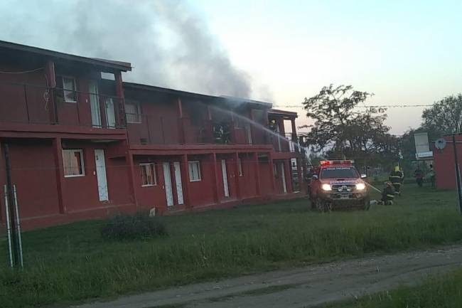 Explosión e incendio en un hospedaje