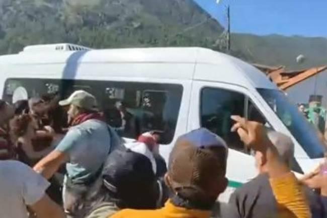 Incidentes en visita presidencial a la zona de incendios en la Patagonia