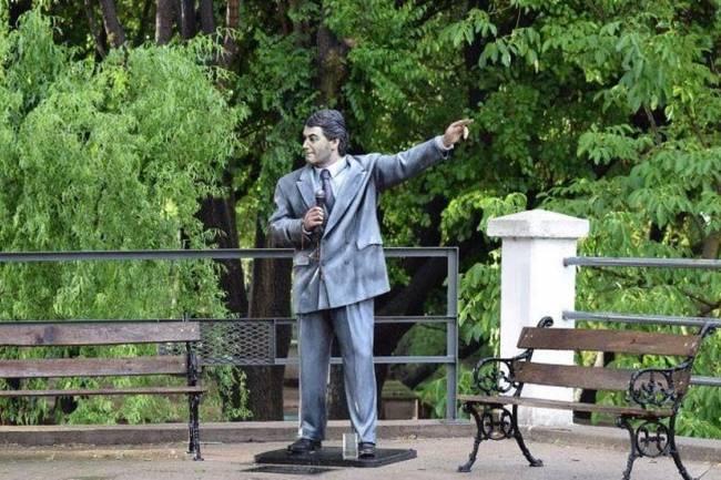 Destruyeron la estatua de Gary en Amboy