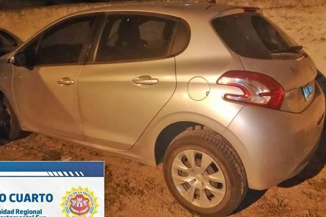 Dos mujeres con una beba robaron un auto en Elena