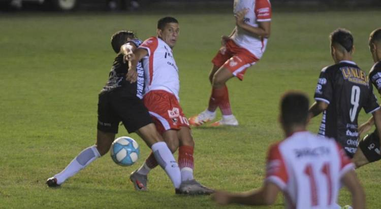 Instituto empató en su visita a All Boys, y sigue en carrera para lograr el segundo ascenso.